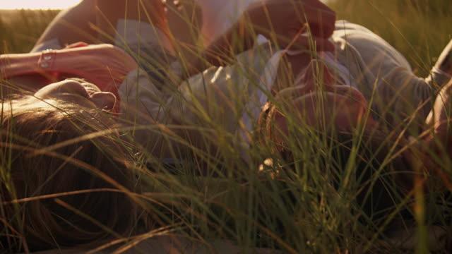 couple in dunes - liegen stock-videos und b-roll-filmmaterial