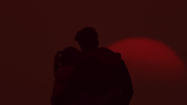 slo mo ls couple in silhouette enjoys a view at sunset - flirting stock videos & royalty-free footage