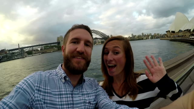 Paar in Sydney harbour selfie in slow motion