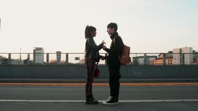 stockvideo's en b-roll-footage met couple in the city - adn