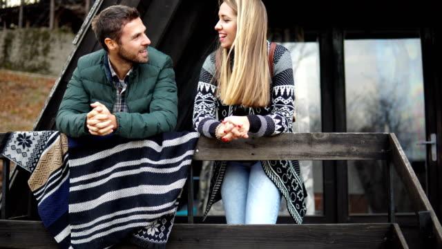 vídeos de stock e filmes b-roll de couple in the woods - cabana de madeira