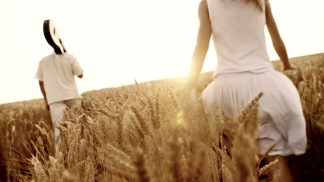 HD: Couple In Wheat