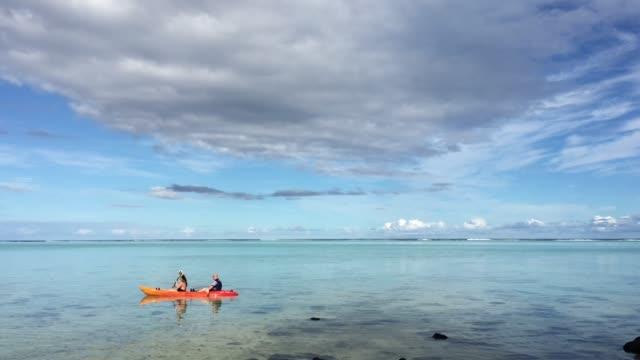 couple kayaking in muri lagoon rarotonga cook islands - rarotonga stock videos & royalty-free footage