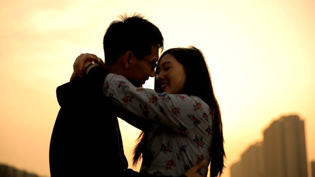 couple kissing at sunset - zungenkuss stock-videos und b-roll-filmmaterial
