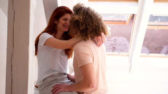couple kissing on the kitchen counter - 25 29 ans stock videos & royalty-free footage