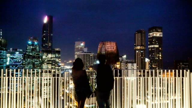 couple  looking at cityscape of singapore city from view point - guardare il paesaggio video stock e b–roll