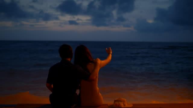 海のカップル恋人