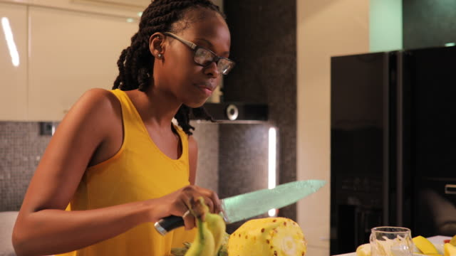couple making healthy meal in kitchen - fruit salad stock videos & royalty-free footage