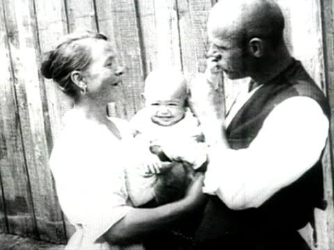 ms couple of farmers with baby audio/ russia - 1925年点の映像素材/bロール
