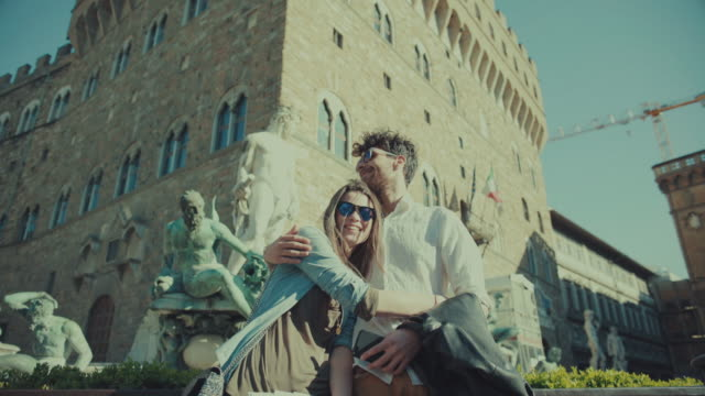 Couple of tourists in Florence, Piazza della Signoria