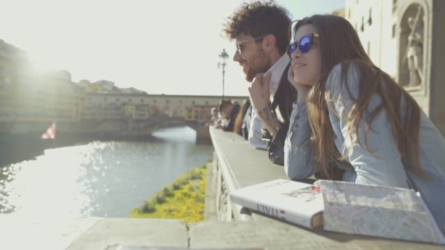 couple of tourists in florence, travelling around italy - vicolo video stock e b–roll