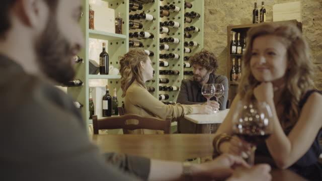 couple on a date at wine bar - ワインバー点の映像素材/bロール