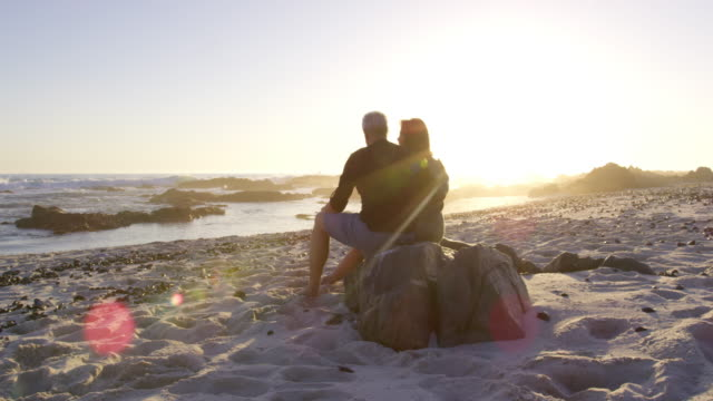 couple on beach - seniorenpaar stock-videos und b-roll-filmmaterial