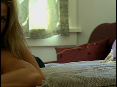 stockvideo's en b-roll-footage met couple on bed - achterover leunen