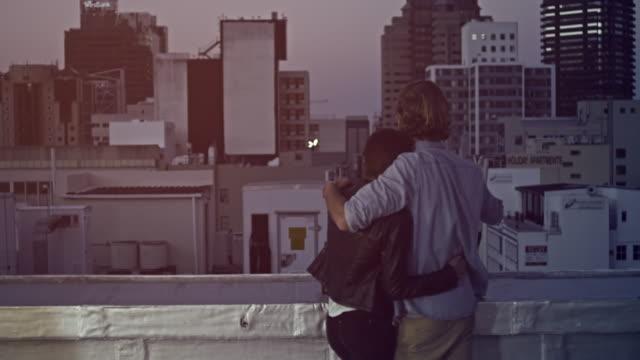 Coppia sul tetto