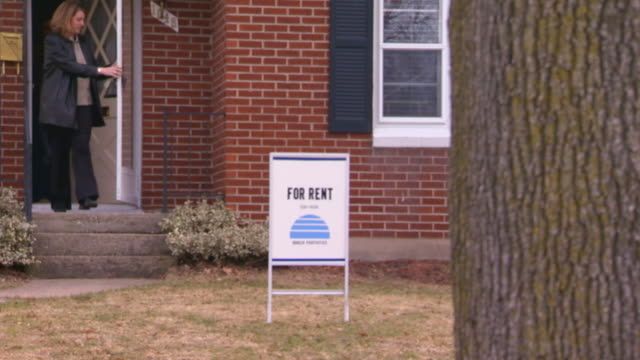 80 Top For Rent Sign Video Clips & Footage - Getty Images