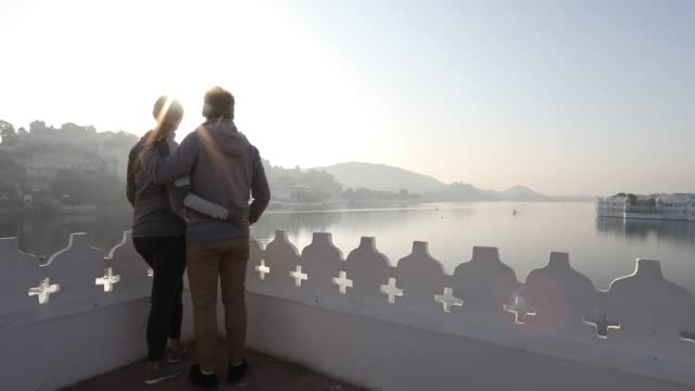 stockvideo's en b-roll-footage met paar onderbreken boven lake en zwevende paleis bij zonsopgang - ouder volwassenen koppel