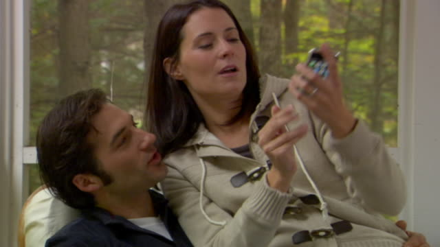vídeos y material grabado en eventos de stock de cu, couple photographing self with camera phone on porch of country house, phoenicia, new york, usa - sentado
