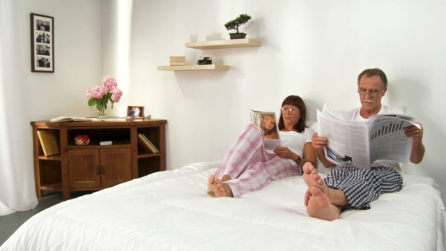 HD DOLLY: Couple Reading In Bed