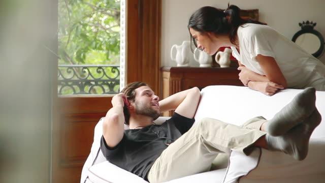 stockvideo's en b-roll-footage met couple relaxing at home - achterover leunen