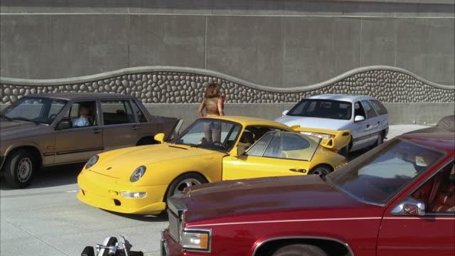vídeos y material grabado en eventos de stock de ms couple running out of yellow porsche and hummer crashing on it - hummer