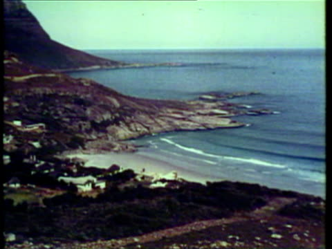 1953 WS Couple sitting at edge of cliff / Johannesburg, South Africa / AUDIO