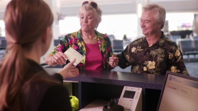 ws r/f couple walking up to ticketing agent / jacksonville, florida, usa - airline check in attendant stock videos and b-roll footage