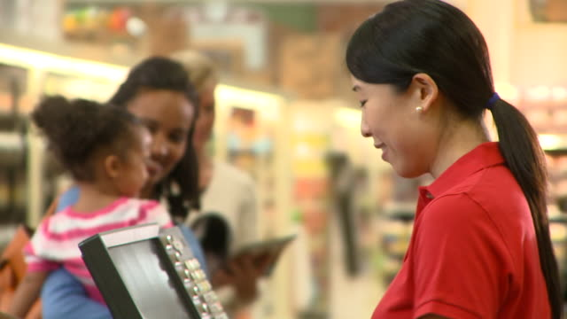cu tu pan selective focus couple with daughter (2-3) paying for groceries at supermarket check out, richmond, virginia, usa, selective focus - family with three children stock videos & royalty-free footage