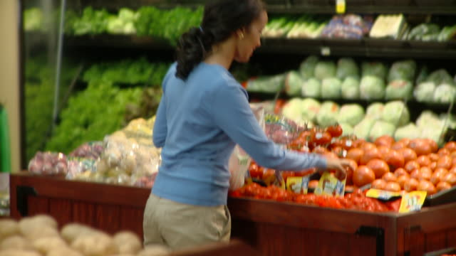 ms tu couple with daughter (2-3) shopping in greengrocer's shop, richmond,  virginia, usa - greengrocer's shop stock videos & royalty-free footage