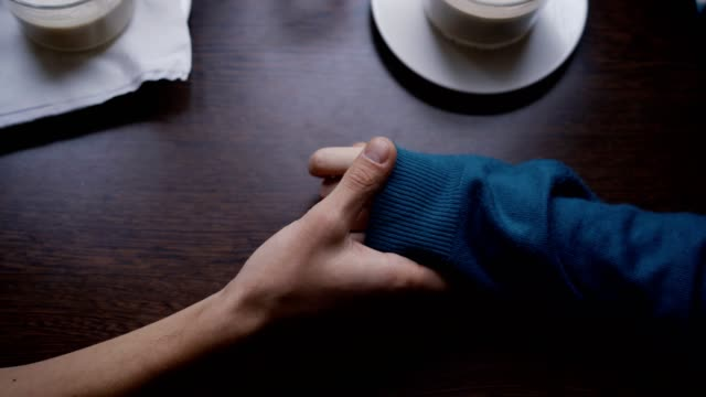 vídeos y material grabado en eventos de stock de pareja con las manos - dating
