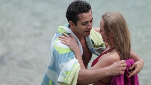 couple wrapping towels around each other - タオルにくるまる点の映像素材/bロール