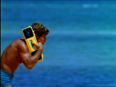 vidéos et rushes de couples dancing on beach / man with radio on shoulders - style rétro
