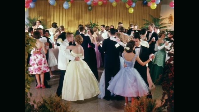 WS Couples dancing on dance floor / United States