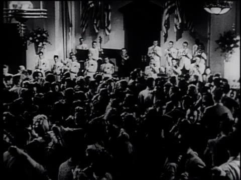 1945 montage couples dancing / united states - フランク キャプラ点の映像素材/bロール