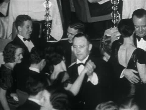 b/w 1938 couples in formalwear dancing at elegant nightclub / nyc / documentary - 上流社会点の映像素材/bロール