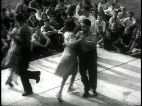 vídeos de stock e filmes b-roll de 1946 montage couples square-dancing at hoedown / united states - dança quadrada