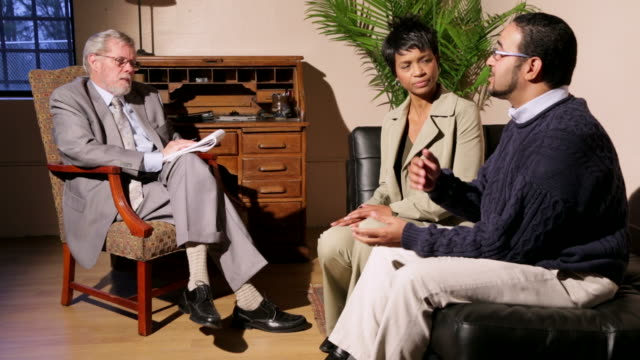 couples therapy - psychiatrist's couch stock videos & royalty-free footage