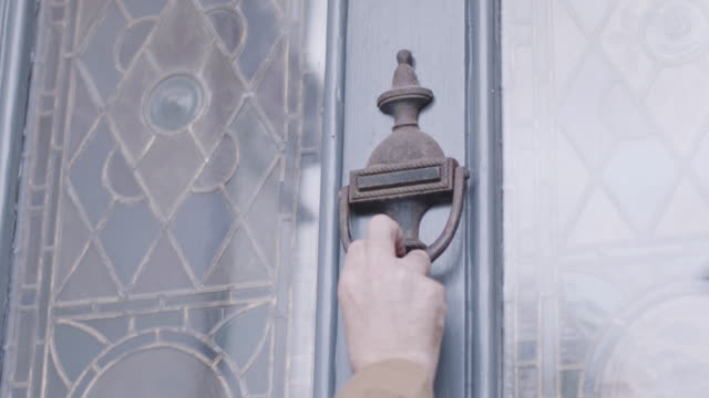 courier using door knocker on traditional front door - door knocker stock videos & royalty-free footage