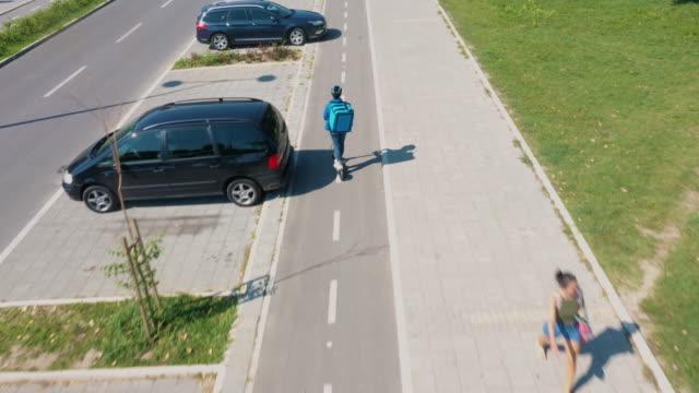 vidéos et rushes de le chemin du courrier - moyen de transport
