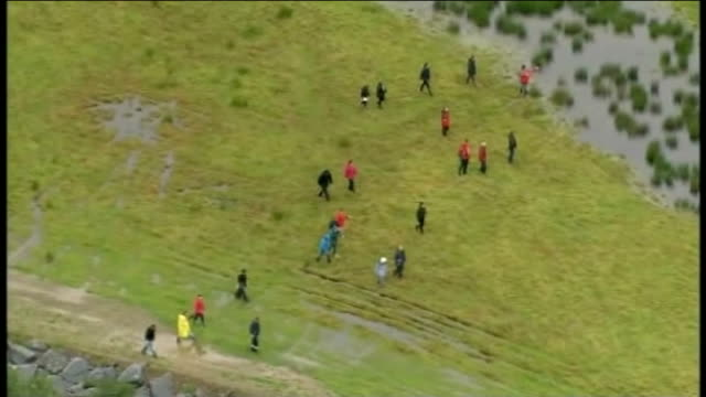 court hears mark bridger was 'probably responsible' for death of april jones; lib / tx 2.10.2012 air view volunteers searching field - aprile video stock e b–roll