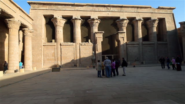 court of offerings, temple of horus - 堆積岩点の映像素材/bロール