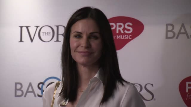 vidéos et rushes de courteney cox and johnny mcdaid at the 61st ivor novello awards on may 19, 2016 in london, england. - b roll