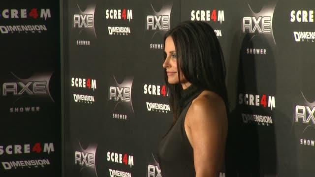 vídeos y material grabado en eventos de stock de courteney cox at the axe shower presents the world premiere of 'scream 4' at hollywood ca. - scream named work