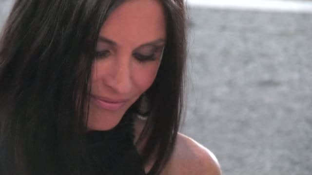 courteney cox at the 'scream 4' premiere in hollywood on 4/11/11 - scream named work stock-videos und b-roll-filmmaterial