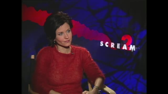 vídeos y material grabado en eventos de stock de courteney cox on attempting to distance herself from her 'friends' role - scream named work