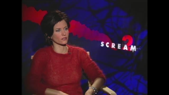 vídeos y material grabado en eventos de stock de courteney cox on her and her 'friends' costars chossing movie roles - scream named work
