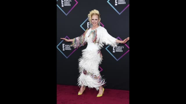 courtney act attends the people's choice awards 2018 at barker hangar on november 11 2018 in santa monica california - barker hangar stock videos & royalty-free footage
