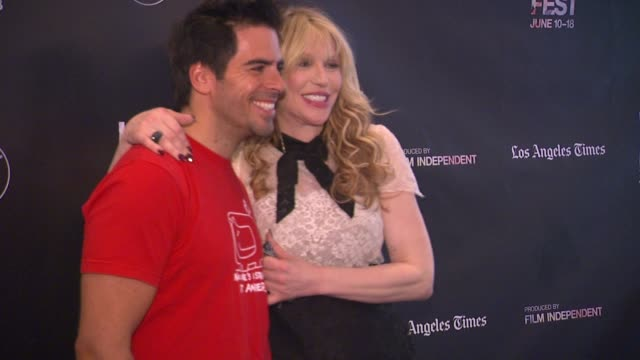 stockvideo's en b-roll-footage met courtney love and eli roth at the 2015 los angeles film festival closing night live read of fast times at ridgemont high at regal cinemas la live on... - courtney love