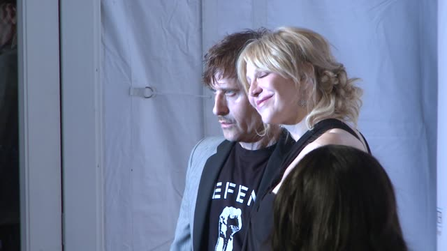 stockvideo's en b-roll-footage met courtney love and guest at elton john aids foundation's 12th annual an enduring vision benefit on in new york ny - courtney love