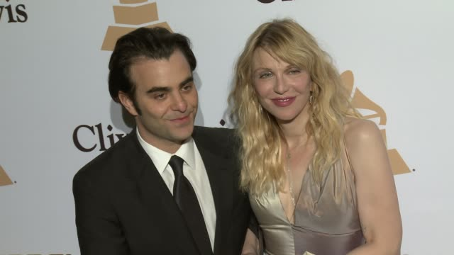 stockvideo's en b-roll-footage met courtney love and nicholas jarecki at the 2016 pregrammy gala and salute to industry icons honoring irving azoff at the beverly hilton hotel on... - irving azoff